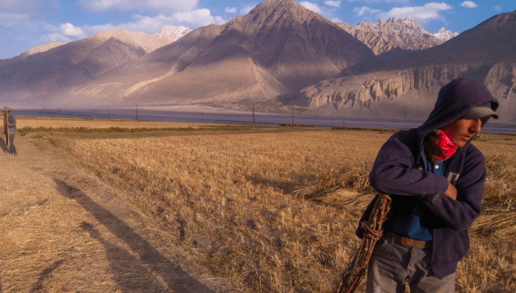 Men near Pamir highway in Tajikistan. Photo by Ramy El Mongi, courtesy of Flickr Creative Commons.